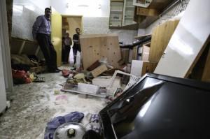 Las Fuerzas de ocupación registraron toda la cocina del hogar, vaciaron todos los contenedores de azúcar, arroz y aceite y rompieron los platos, electrodomésticos y armarios. (Foto: Kelly Lynn)