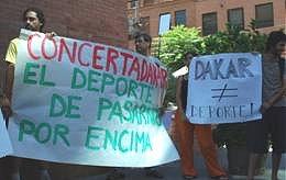 Protestas frente a Chiledeportes.